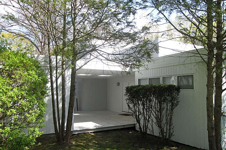 Additional photo for property listing at Spacious Contemporary  Quogue, New York