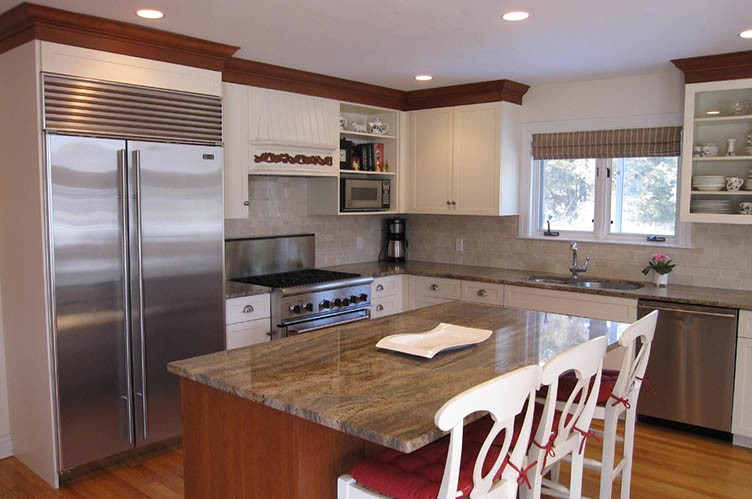 Additional photo for property listing at Ideal Location With A Heated Pool  Quogue, New York