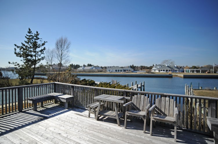 Additional photo for property listing at On The Canal With A Water Side Pool  Quogue, Nueva York
