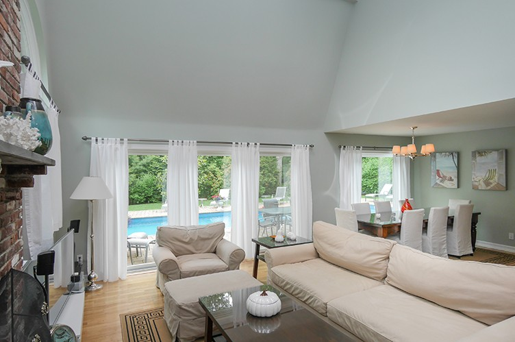 Additional photo for property listing at Delightful Farmhouse  East Hampton, Nueva York