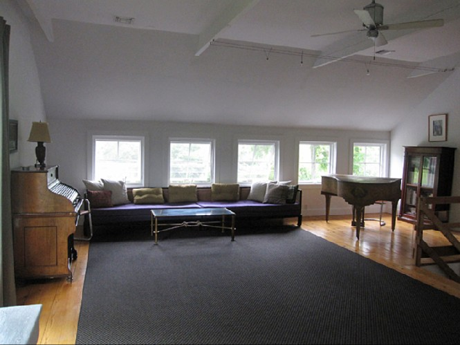 Additional photo for property listing at Private Renovated Barn With Style  Sag Harbor, New York