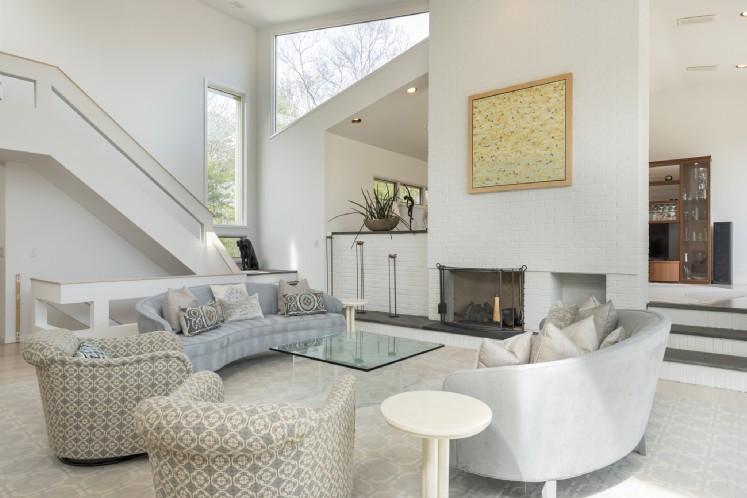 Additional photo for property listing at East Hampton Contemporary  East Hampton, Nueva York