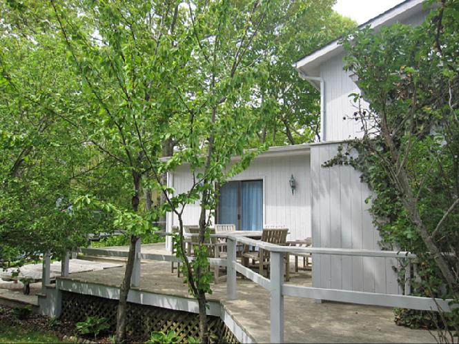 Additional photo for property listing at Cute Contemporary  南安普敦, 纽约州