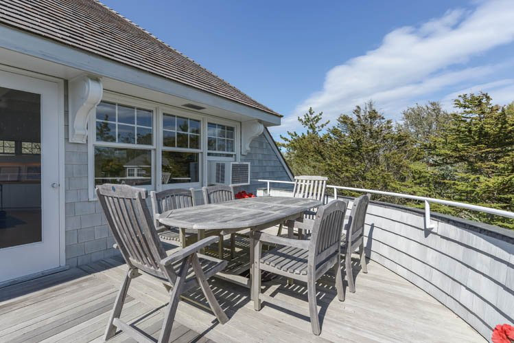 Additional photo for property listing at Lovely Three Bedroom Home  Amagansett, Nueva York