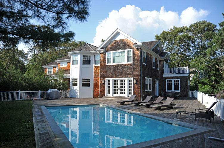 Casa Unifamiliar por un Alquiler en Waterfront Post Modern With Pool Westhampton, Nueva York