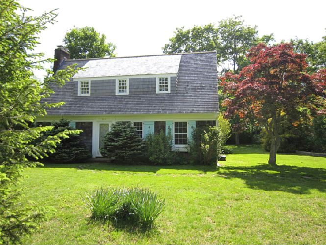 Additional photo for property listing at Charming Traditional  Bridgehampton, Nueva York