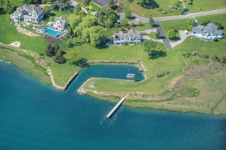 Casa Unifamiliar por un Alquiler en Shelter Island Harbor Front Estate With Boat Basin And Dock Shelter Island, Nueva York