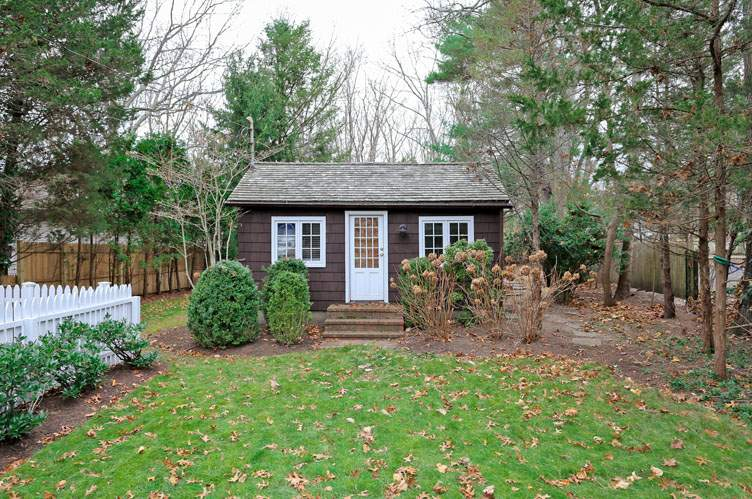 Additional photo for property listing at Sag Harbor Village Cottage  Sag Harbor, Nueva York