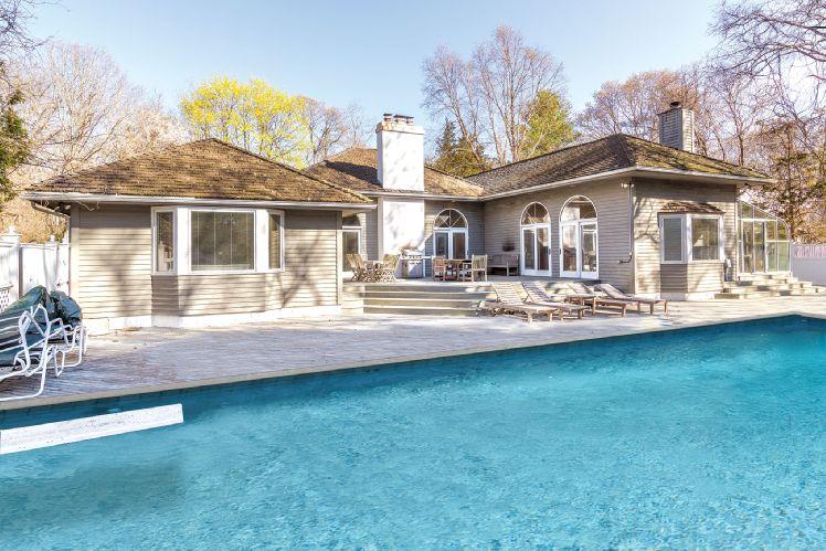 Casa Unifamiliar por un Alquiler en Close To East Hampton Village East Hampton, Nueva York