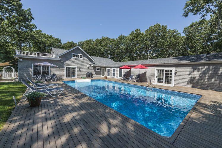 Casa Unifamiliar por un Alquiler en Post Modern With A Heated Pool Quogue, Nueva York