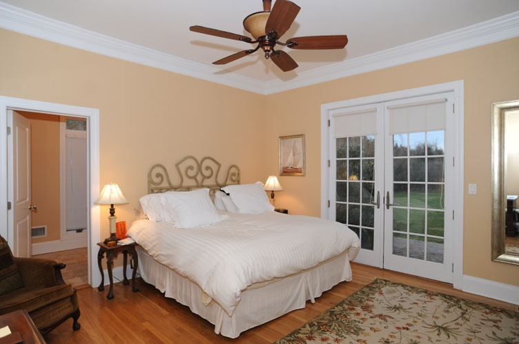Additional photo for property listing at Southampton Village South With Estate Like Grounds- Year Rd  Southampton, Nueva York