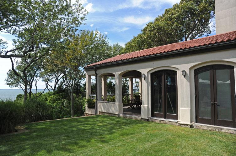 Additional photo for property listing at Sunset Views From This European Style Waterfront Villa  Sag Harbor, Nueva York