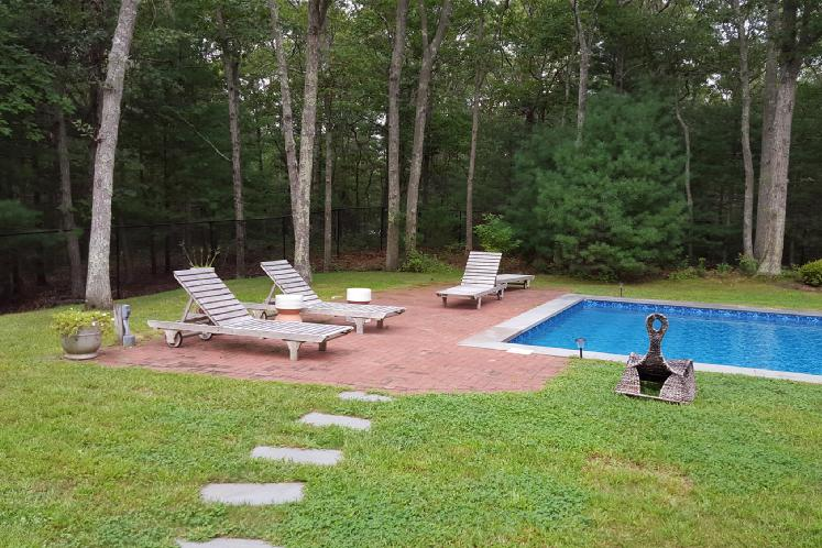 Additional photo for property listing at Great East Hampton Home On Over 2 Acres  East Hampton, Nueva York