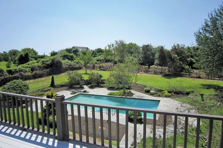 Additional photo for property listing at Bridgehampton South With Pool And Tennis  Bridgehampton, New York