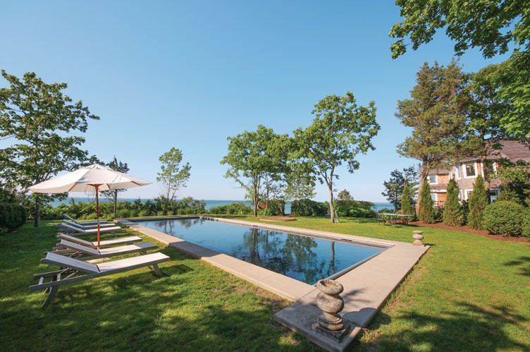 Additional photo for property listing at Great Peconic Bay Estate  Hampton Bays, Nueva York