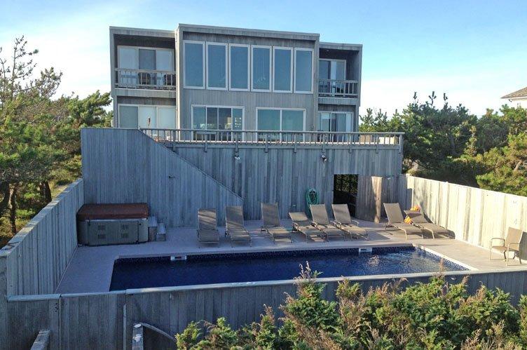 Casa Unifamiliar por un Alquiler en On The Ocean East Quogue, Nueva York