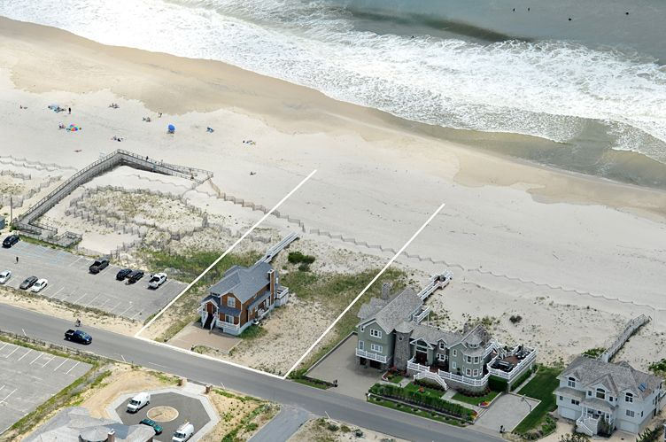 Casa Unifamiliar por un Venta en Westhampton Oceanfront 5 Bedroom Home With Heated Gunite Pool Westhampton, Nueva York