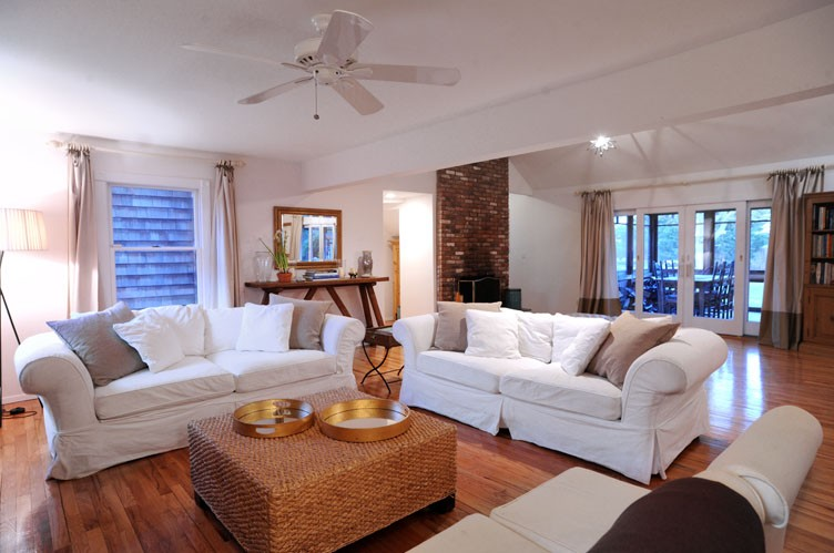 Additional photo for property listing at Away From It All & Close To Everything-Year Round  Water Mill, 纽约州