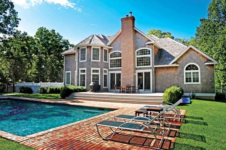 Casa Unifamiliar por un Alquiler en Beautiful Post Modern East Hampton, Nueva York