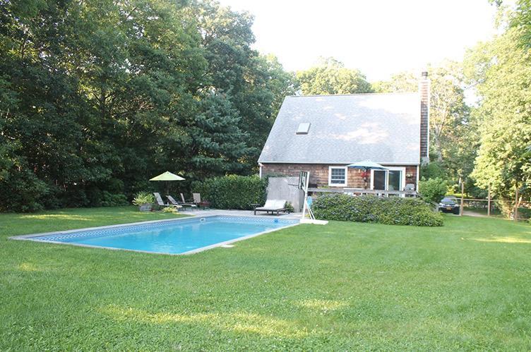 Casa Unifamiliar por un Alquiler en Privacy In Springs East Hampton, Nueva York