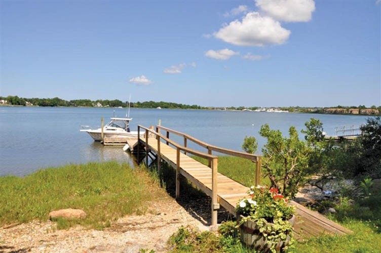 Additional photo for property listing at Sunrise In Sag Harbor  Sag Harbor, New York