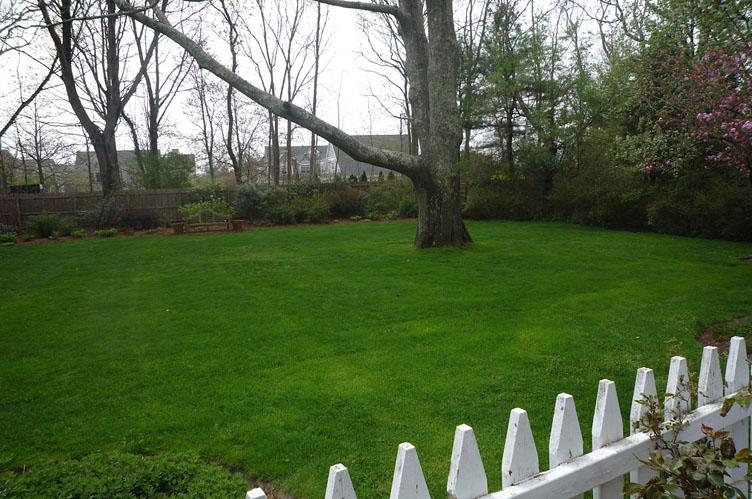 Additional photo for property listing at Southampton Village Gem  Southampton, Nueva York