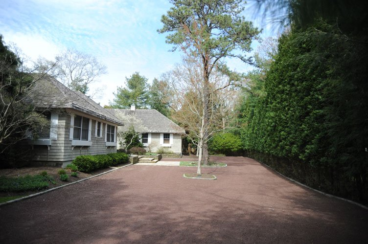 Additional photo for property listing at English Style In East Hampton  East Hampton, New York