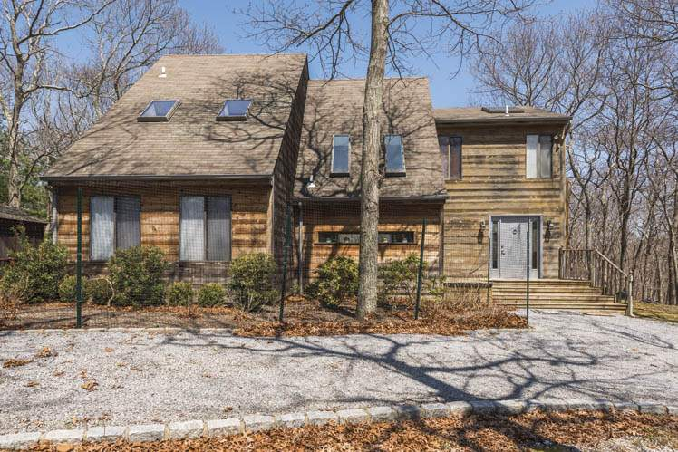 Additional photo for property listing at East Hampton Four Bedroom Post Modern  East Hampton, Nueva York