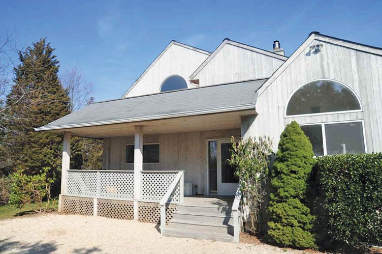 Casa Unifamiliar por un Alquiler en Bridgehampton Post Modern Rental Bridgehampton, Nueva York