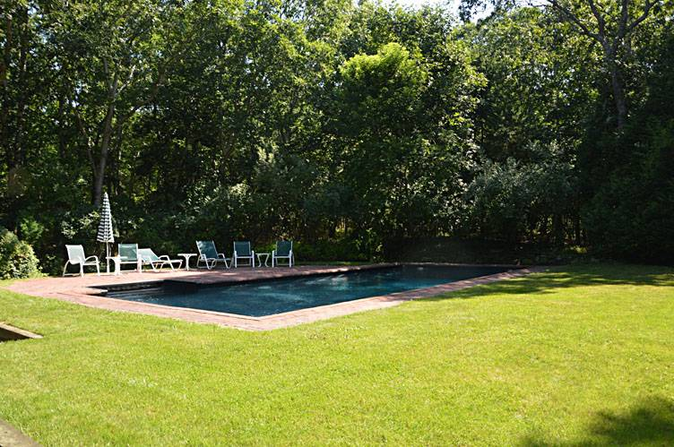Additional photo for property listing at Water Mill North, Gunite Pool, Yard And Enclosed Patio  Southampton, New York