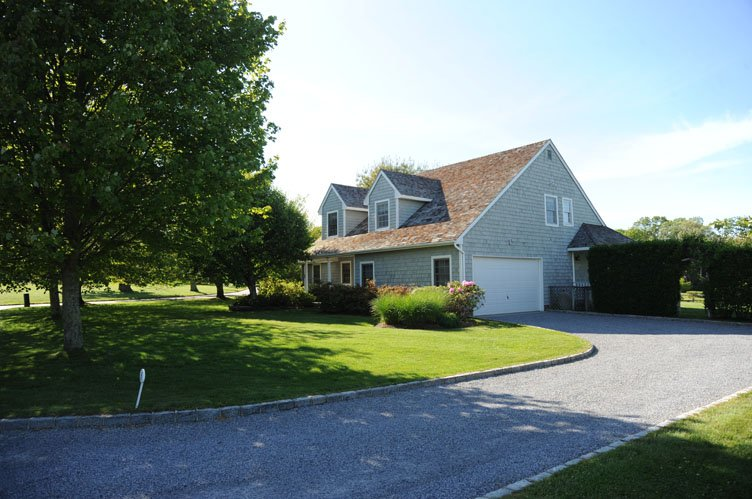 Additional photo for property listing at Bridgehampton Beach House Close To Everything  Bridgehampton, New York