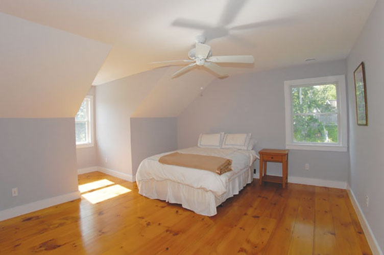 Additional photo for property listing at Wades Beach Spacious Traditional With Pool  Shelter Island, Nueva York
