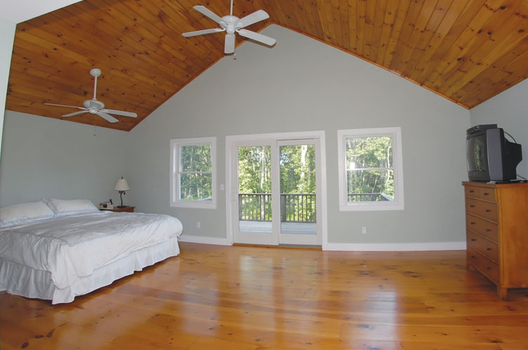 Additional photo for property listing at Wades Beach Spacious Traditional With Pool  谢尔顿岛, 纽约州
