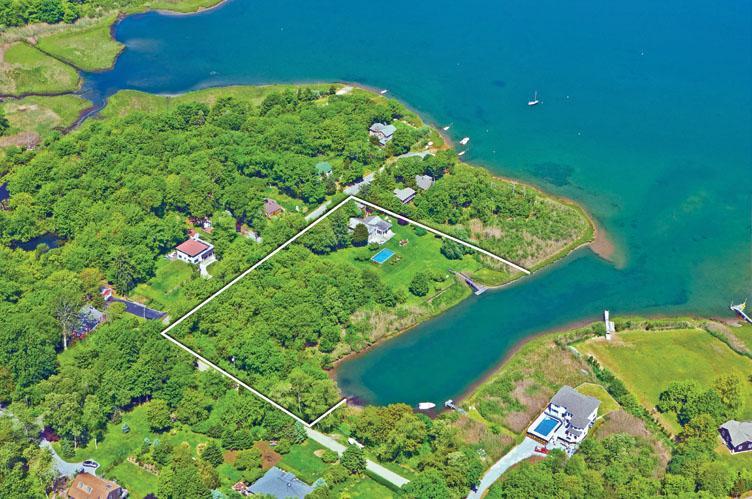 Casa Unifamiliar por un Alquiler en Waterfront Sag Harbor With Pool Sag Harbor, Nueva York