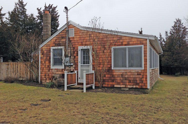 Additional photo for property listing at Bay Front Treasure  东汉普顿, 纽约州