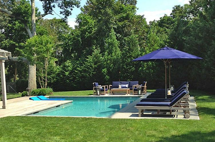 Additional photo for property listing at Traditional With A View  East Hampton, Nueva York