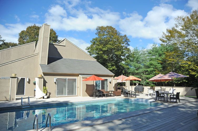 Additional photo for property listing at Privacy On The Cul De Sac  Southampton, New York