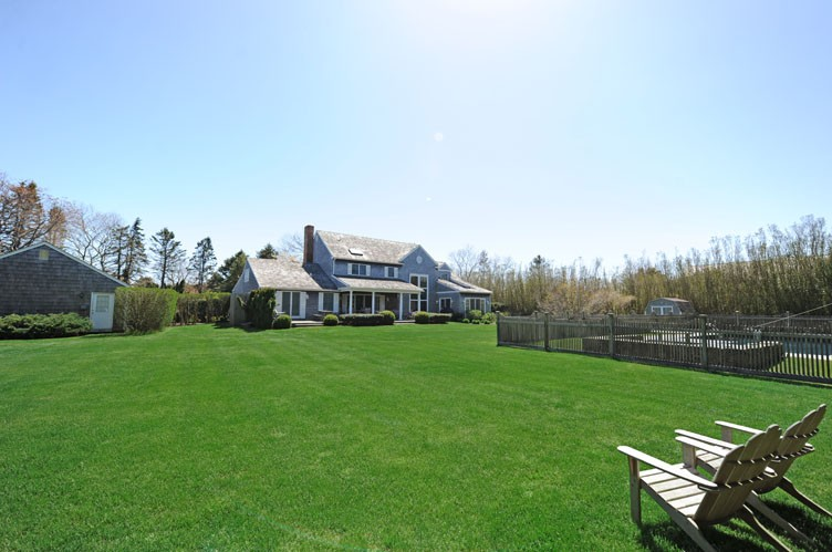 Additional photo for property listing at Bridgehampton Traditional  Bridgehampton, Nueva York
