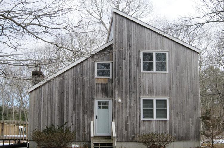 Additional photo for property listing at Newly Renovated Saltbox  East Hampton, New York