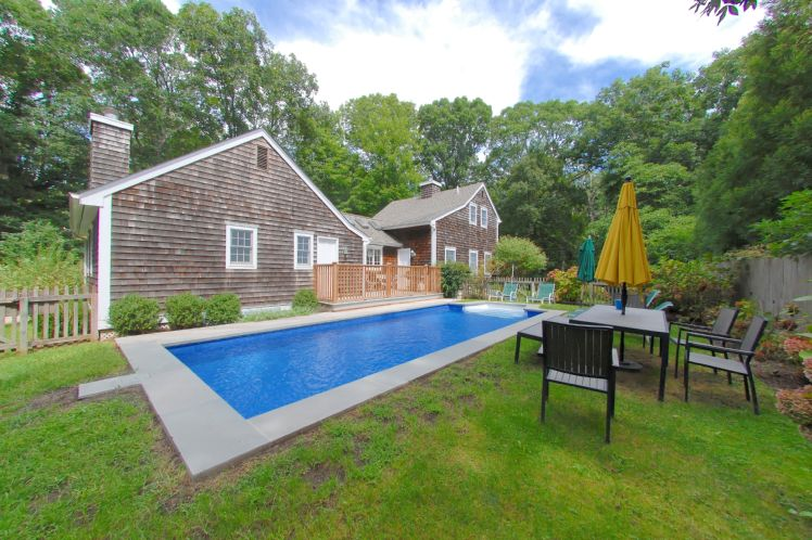 Additional photo for property listing at Shelter Island Farmhouse With Pool  Shelter Island, Nueva York