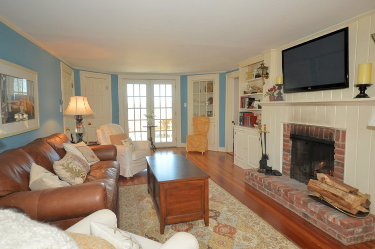 Additional photo for property listing at Shelter Island Harbor Front Jewel With Dock  Shelter Island, New York