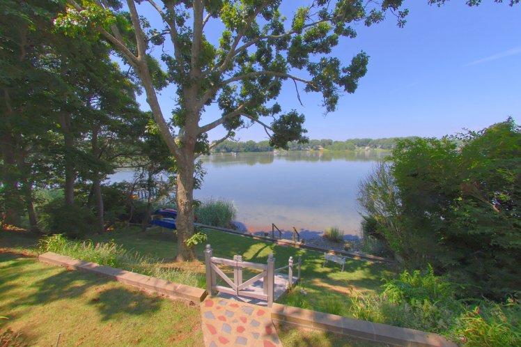 Additional photo for property listing at Shelter Island Menantic Creek Cottage  Shelter Island, Nueva York