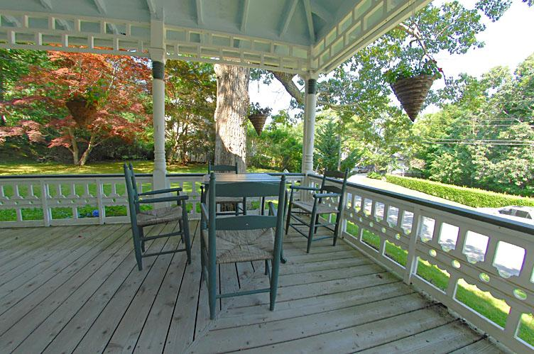 Additional photo for property listing at Enchanting Heights Victorian With Pool  Shelter Island, Nueva York