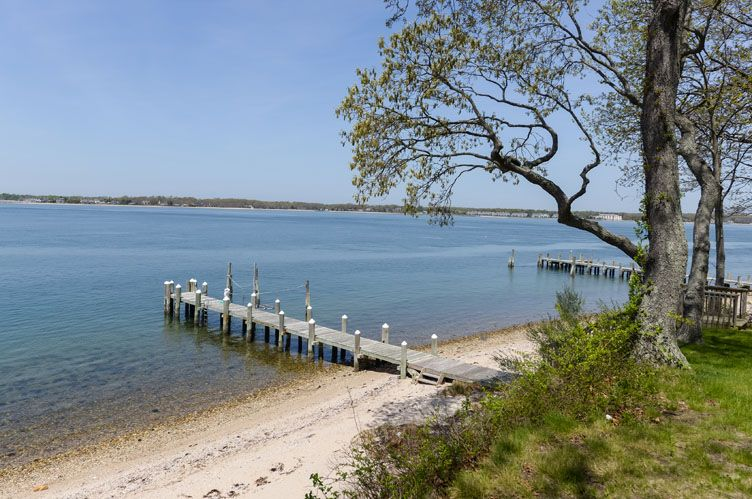 Additional photo for property listing at Sunny Shelter Island Waterfront With Dock And Sandy Beach  Shelter Island, Nueva York