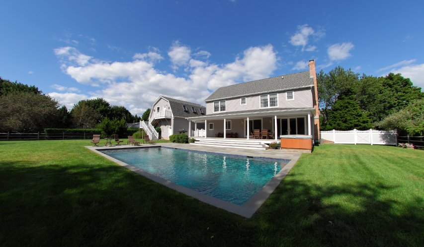 Additional photo for property listing at Spacious Shelter Island With Pool, Close Proximity To Beach  Shelter Island, Nueva York