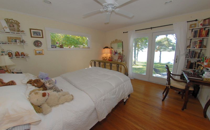 Additional photo for property listing at Sandy Shelter Island Beach Cottage And Sunsets  谢尔顿岛, 纽约州