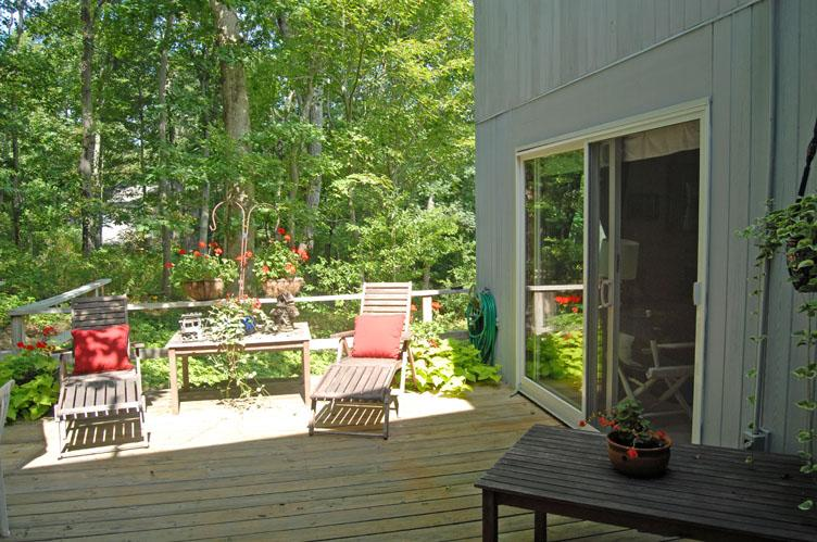 Additional photo for property listing at Shelter Island Heights Hidden Contemporary With Pool  Shelter Island, New York