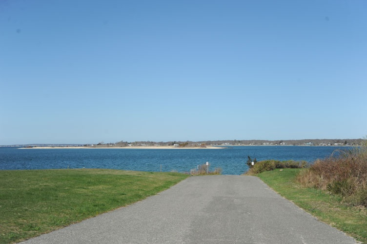 Additional photo for property listing at Shelter Island Soundview Seclusion With Pool  Shelter Island, Nueva York