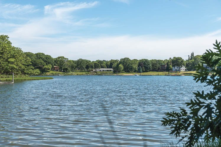 Additional photo for property listing at Sleek Shelter Island With Pool, Preserve And Water Rights  Shelter Island, Nueva York