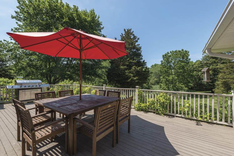 Additional photo for property listing at Sleek Shelter Island With Pool, Preserve And Water Rights  Shelter Island, New York